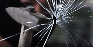 Einbrecher-Glas-Scheibe-Hammer-Schutz-Haus