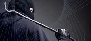 Einbrecher-mit-Werkzeug