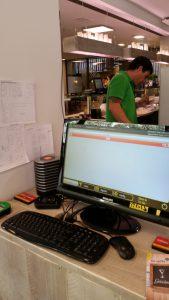 Table-Tracker Software zeigt die Nummer des Trackers an, sowie die Tischnummer, an den sich der Gast gesetzt hat.